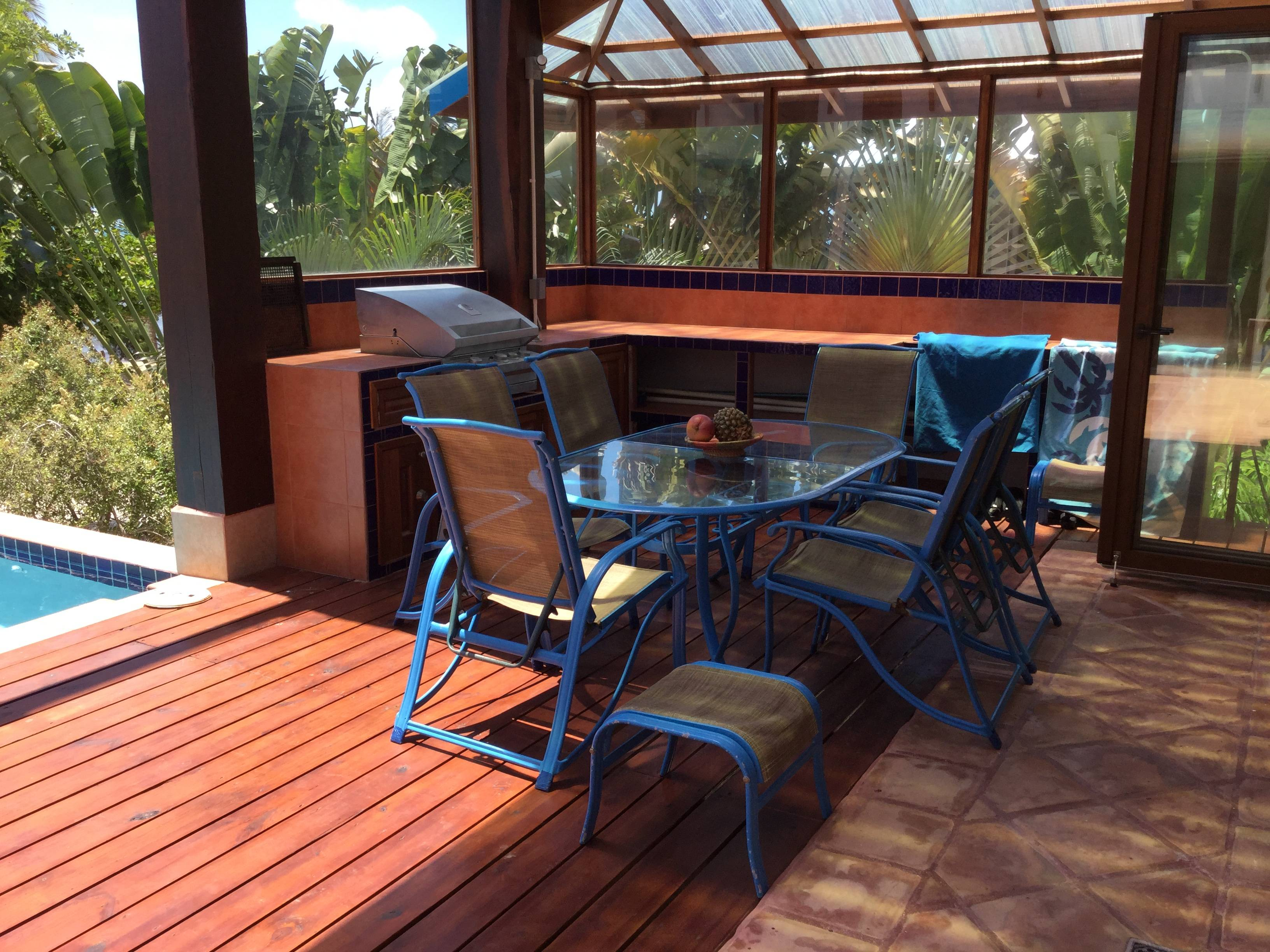 outdoor eating area / BBQ