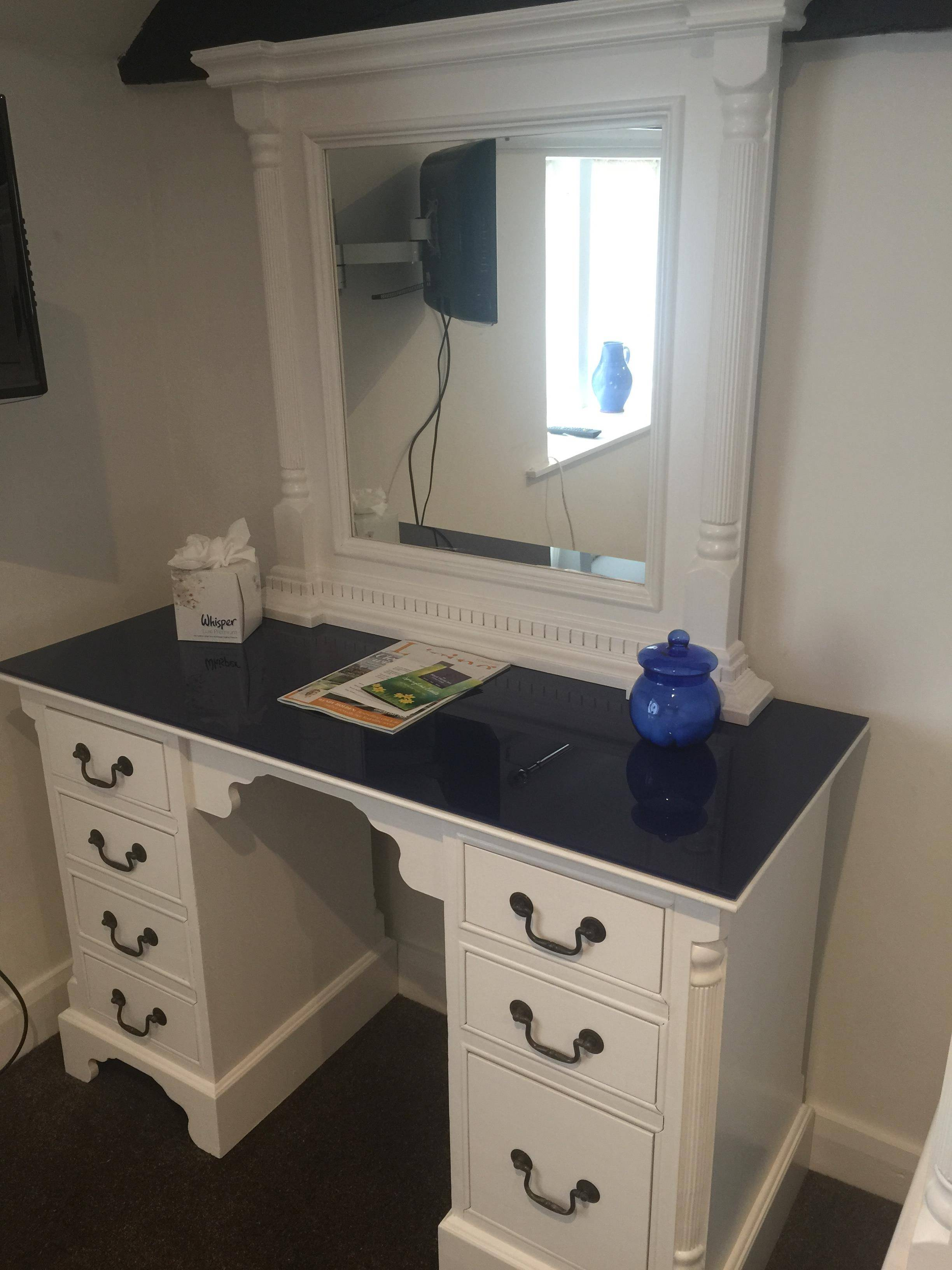 Walls painted in Dulux 'White Cotton'