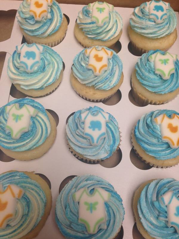 Baby Shower cupcakes with Onsies