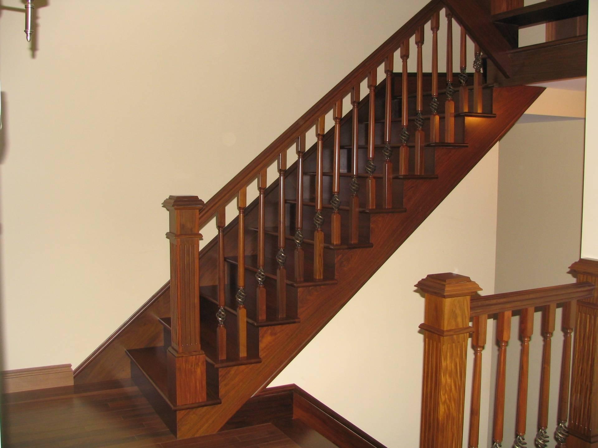 Escalier à barreaux bois et métal