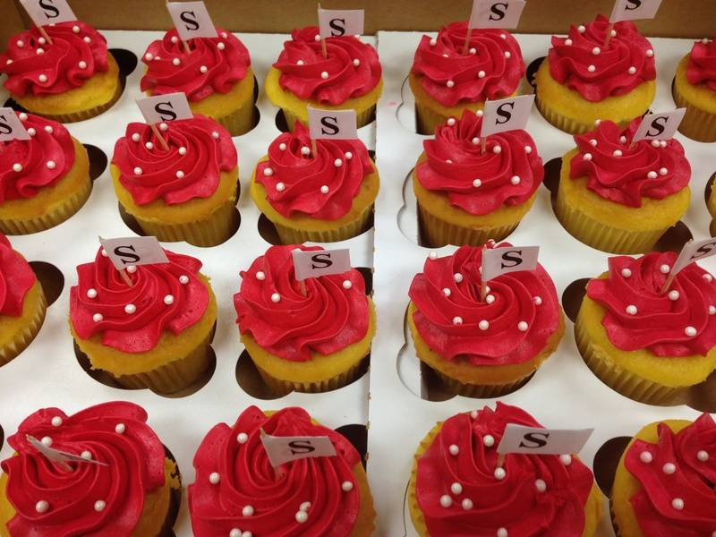 Cupcakes with Initial pick