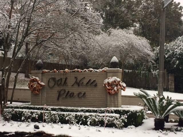 Oak Hills Place Entrance