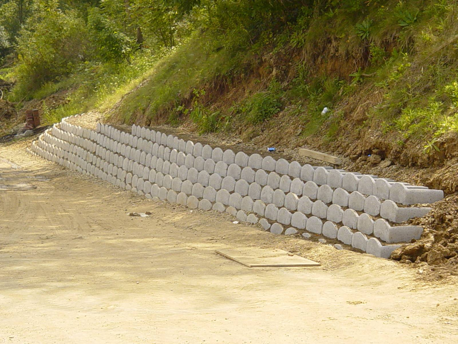 Loffelstein Retaining Wall System