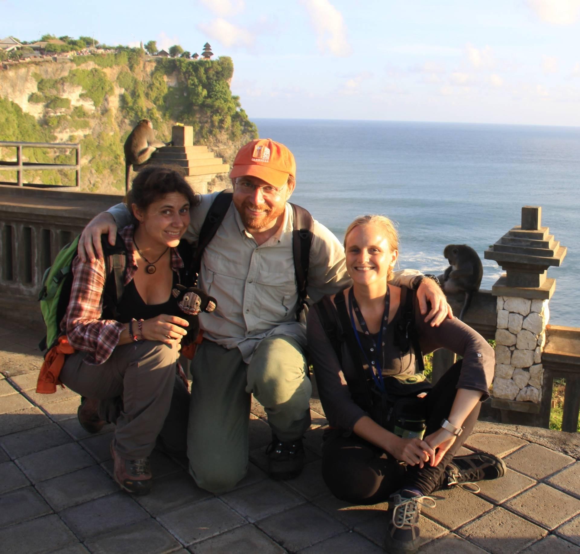 Lucía Jorge Sales (holding Panamá!), JB Leca, and Fany Brotcorne (Uluwatu, Bali, May 2016)