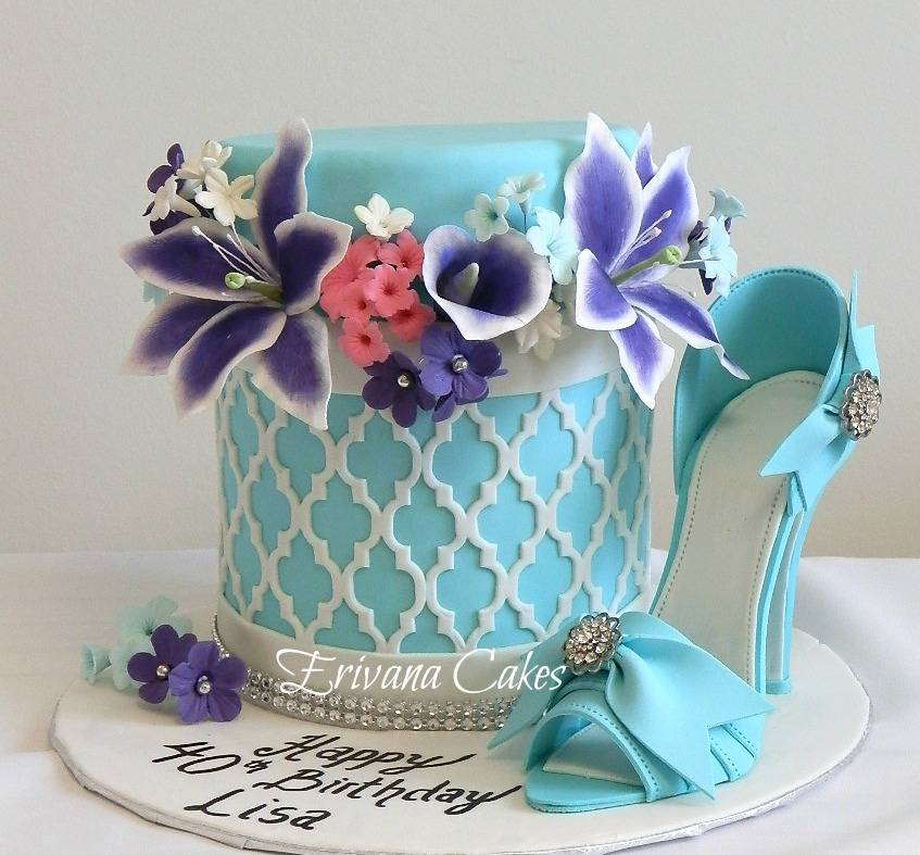 box of flowers cake 3 with shoe