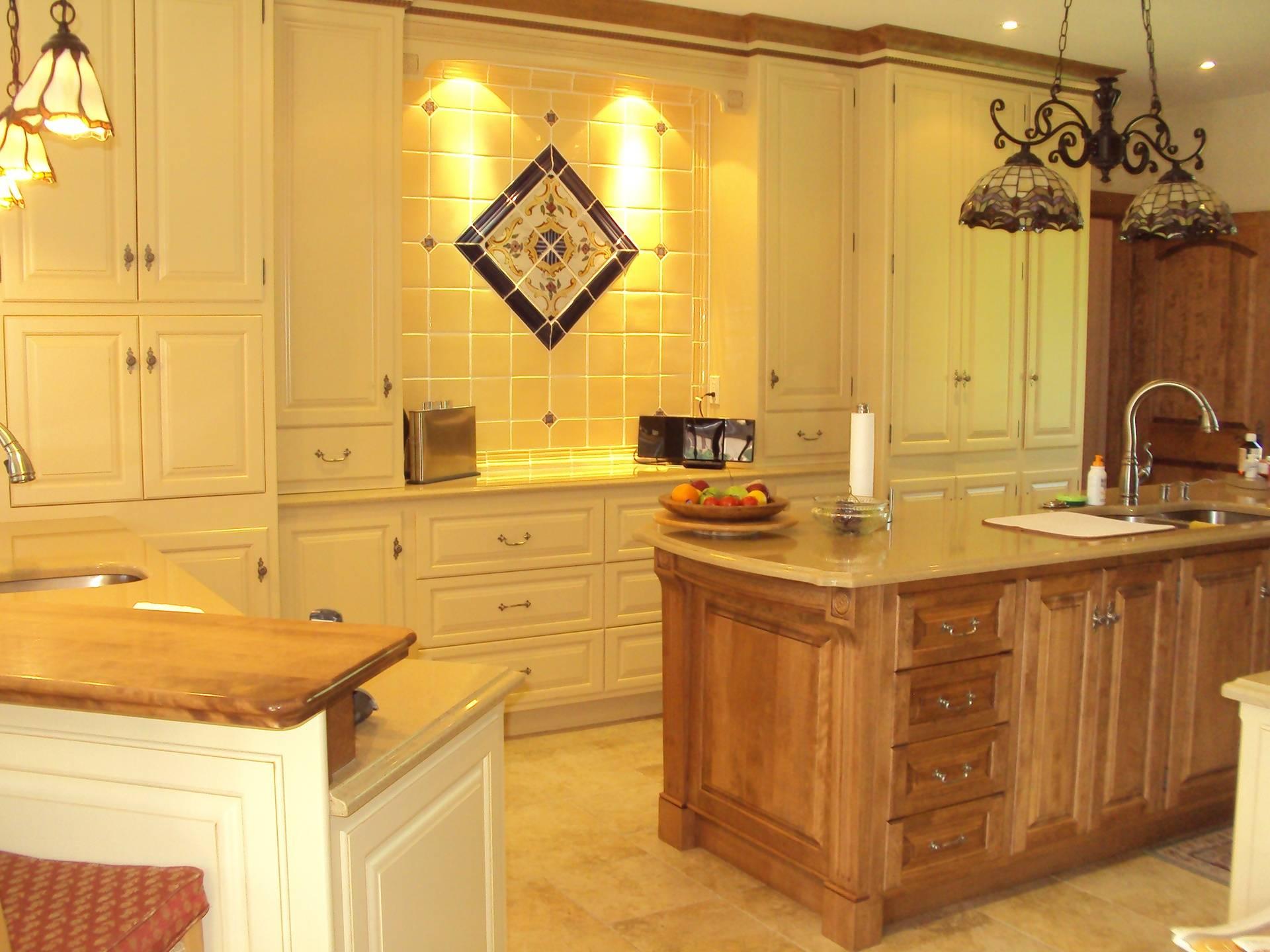 Armoire de cuisine bois et lacque