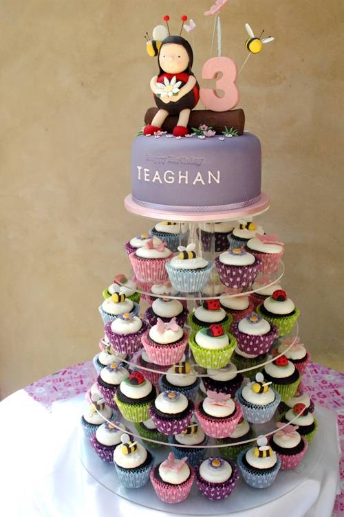 Garden themed topcake with cupcakes