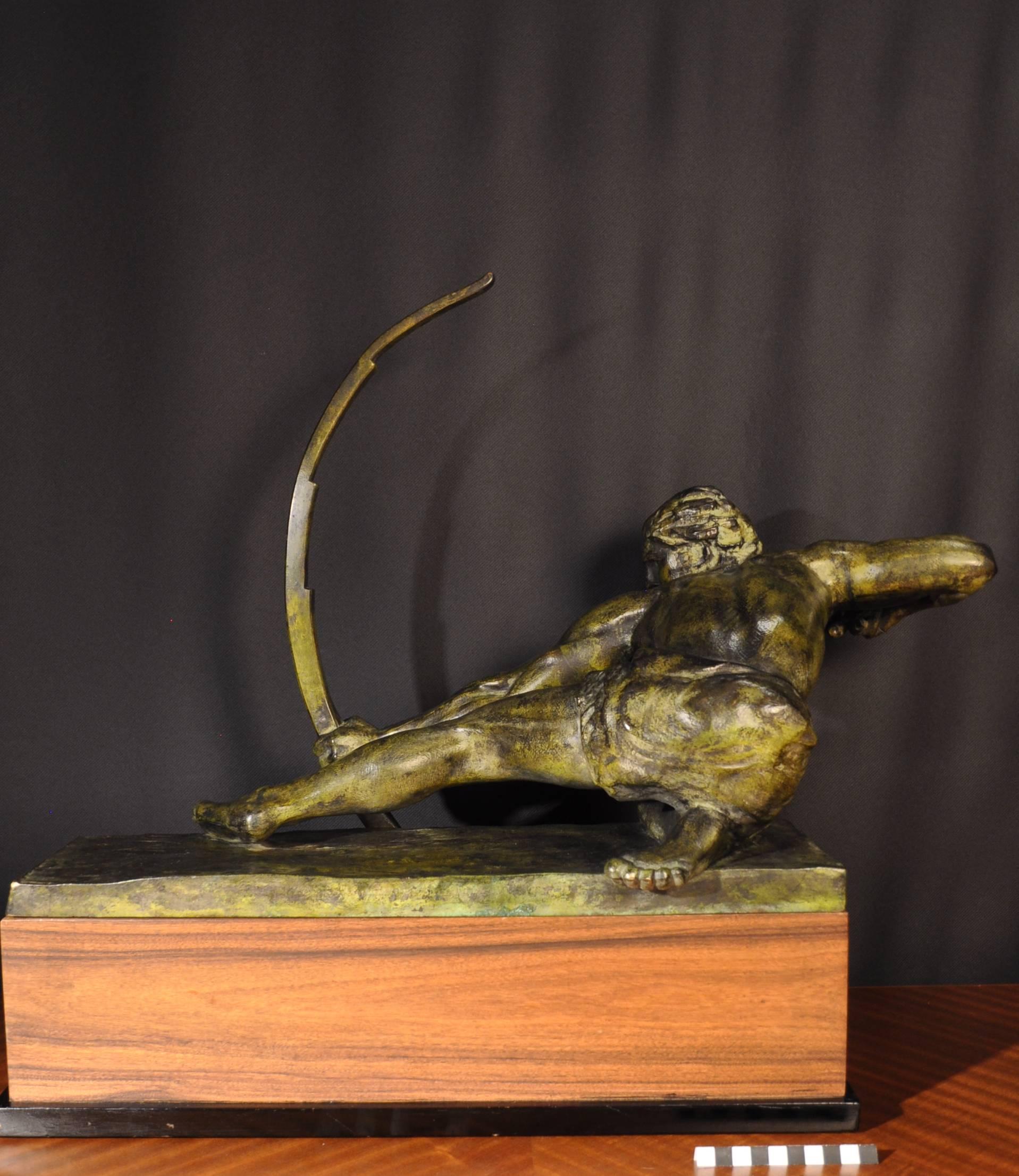 Vue de dos de la sculture en bronze d Alexandre Kelety