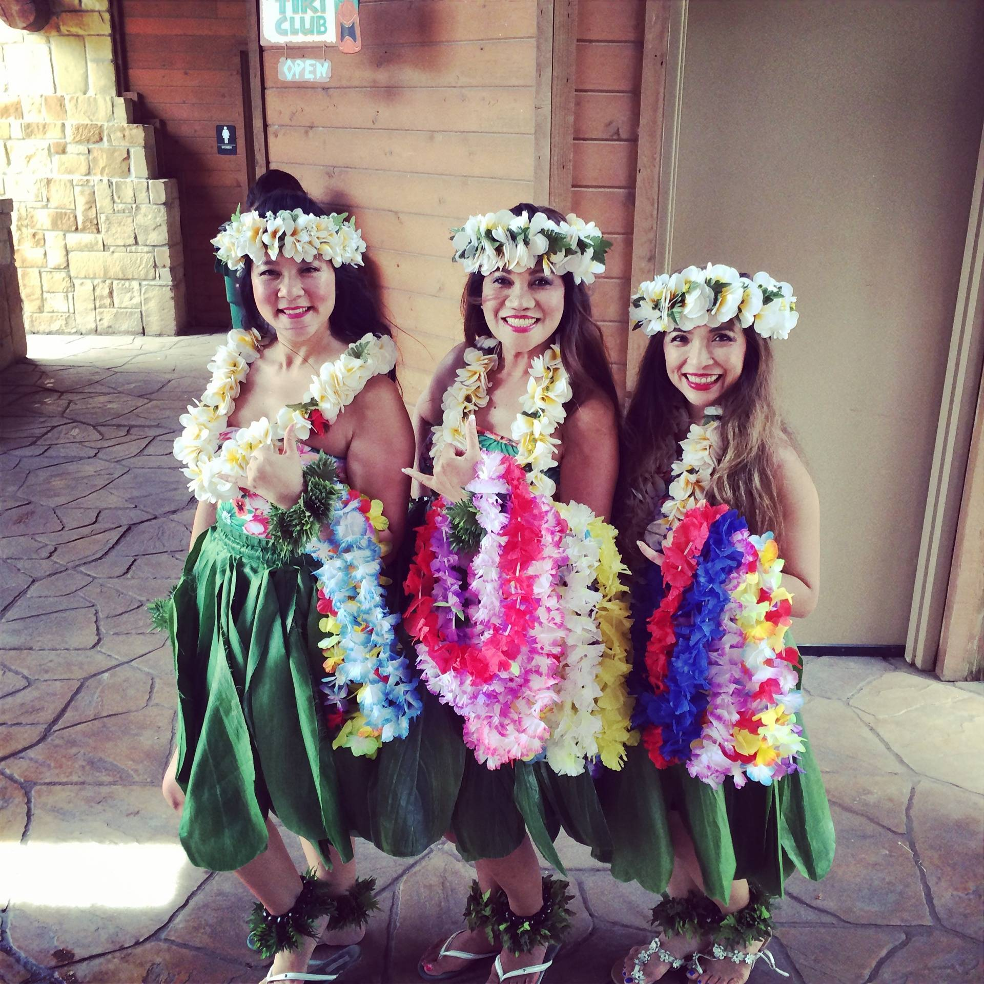 Meet and lei greeting