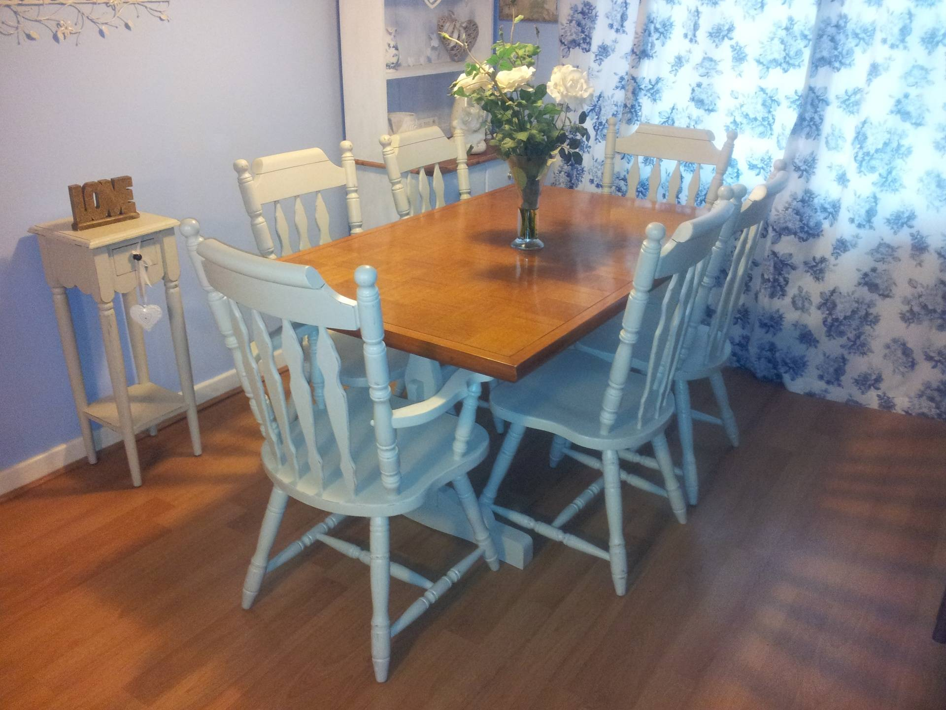 Beuatiful Chequered Inlay Pine Table & 4 Chairs in F & B French Gray.