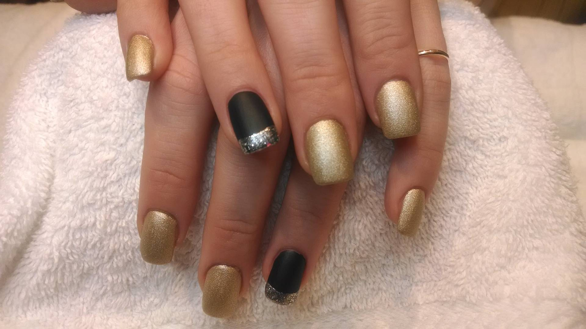 Gold Glam W/Edgy Party Nails