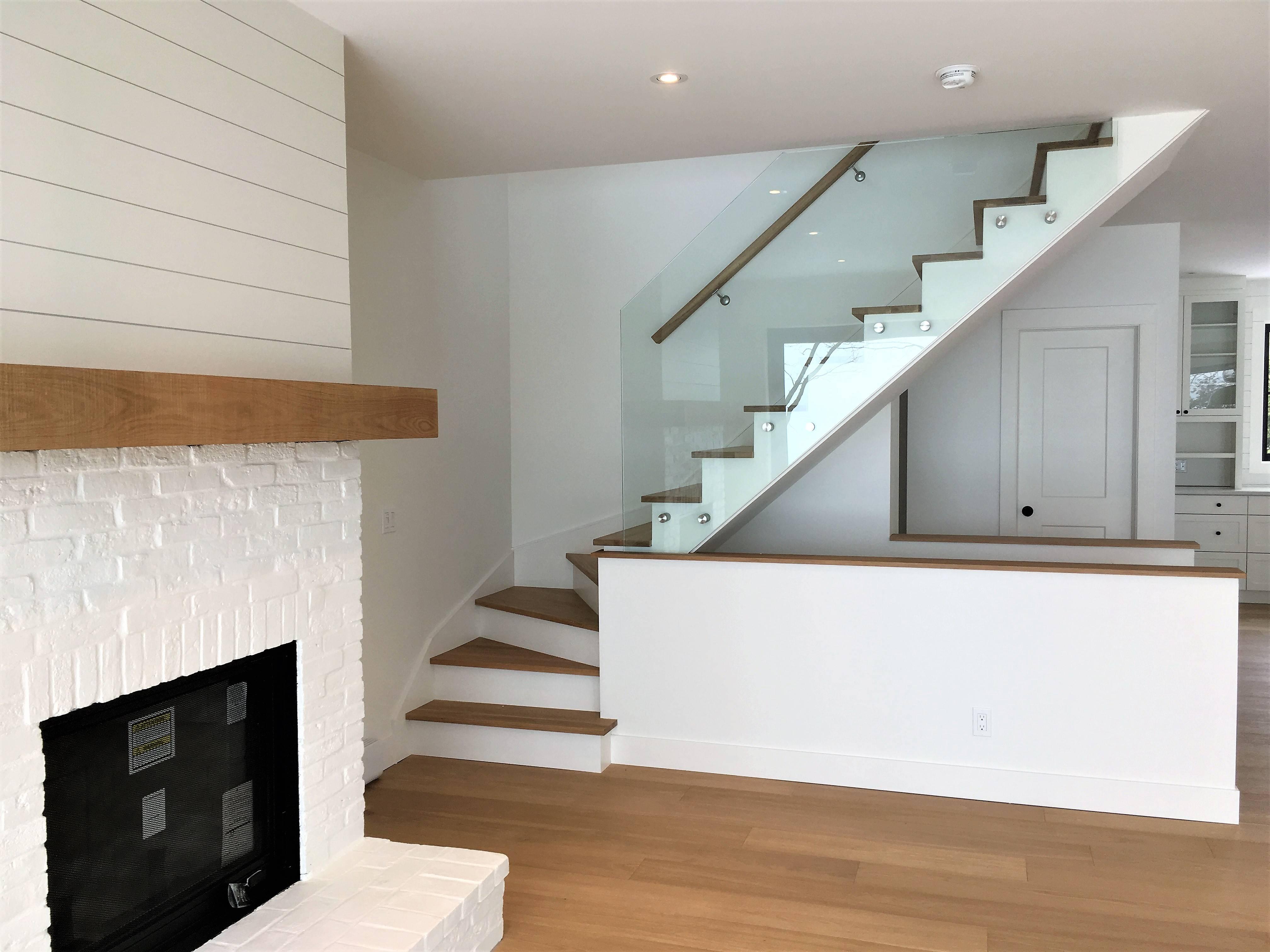 Escalier chêne blanc avec verre