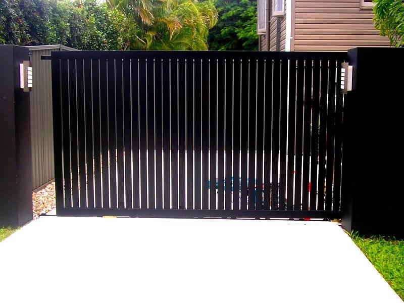 VERTICAL SLATTED SLIDING GATE