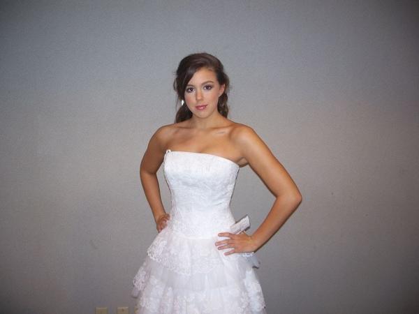 Lindsay at a bridal show