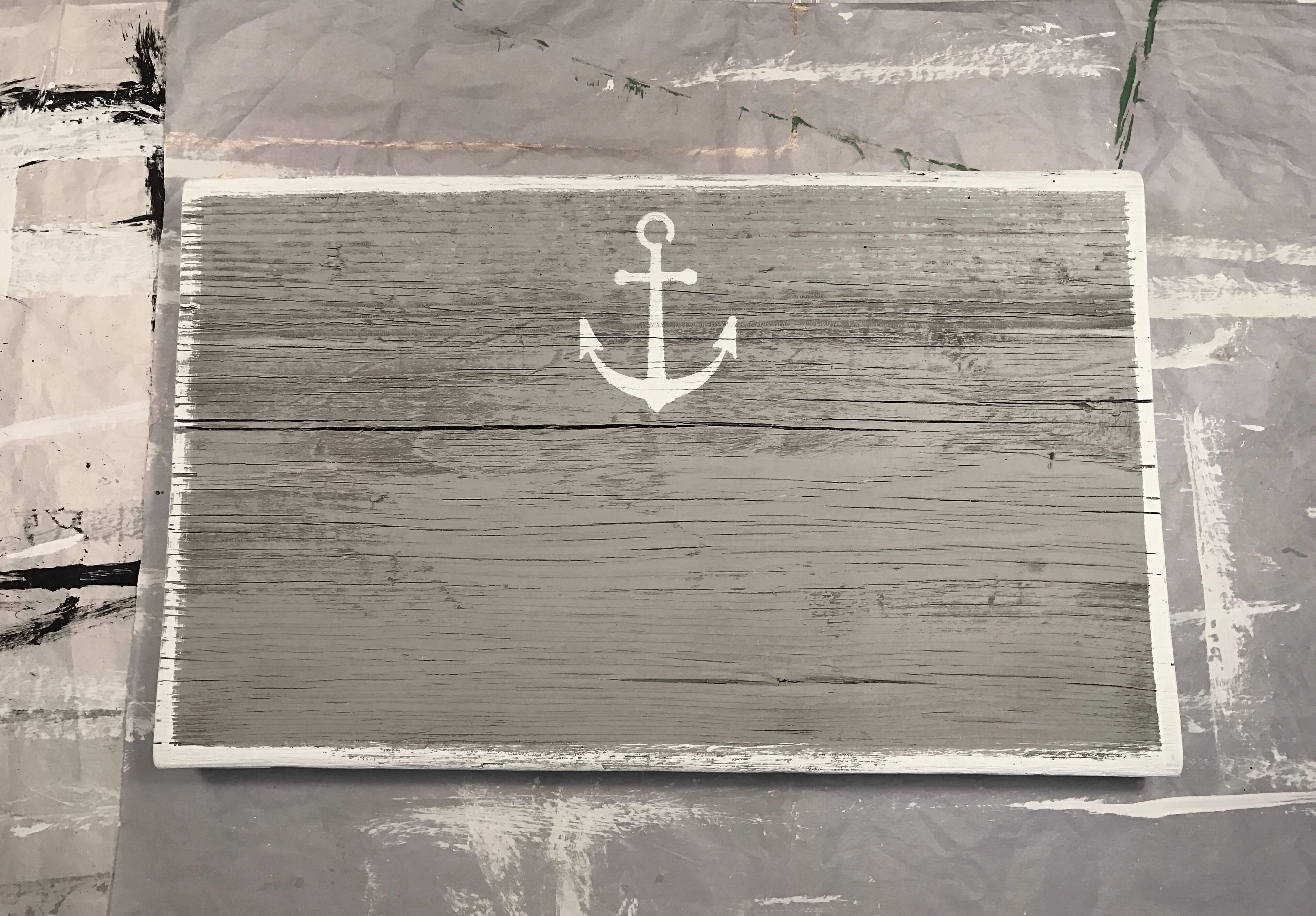 Grey wash w/ white anchor