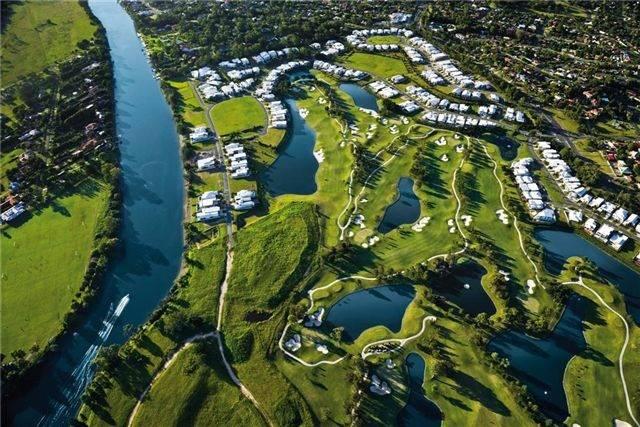Royal Pines PGA Golf Course Housing Estate!