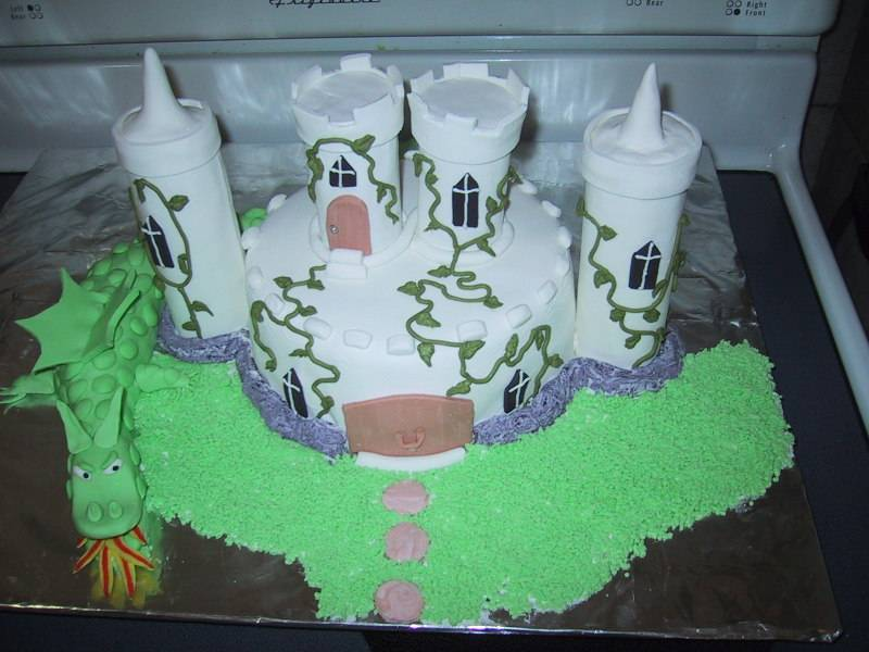 Cake 02A1 - Castle & Dragon Cake