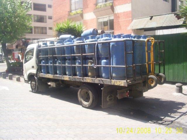 truck full of gas tanks