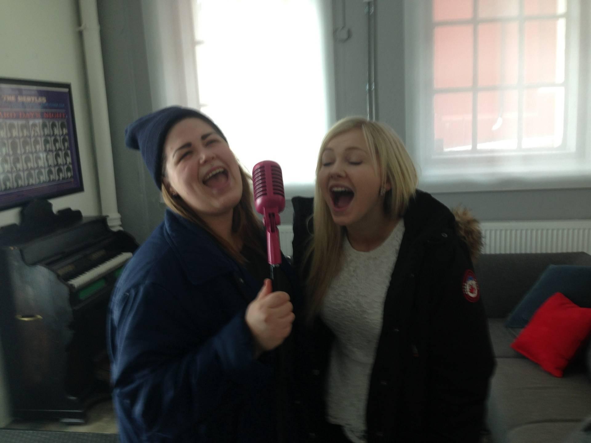 Idol-Astrid & Martine