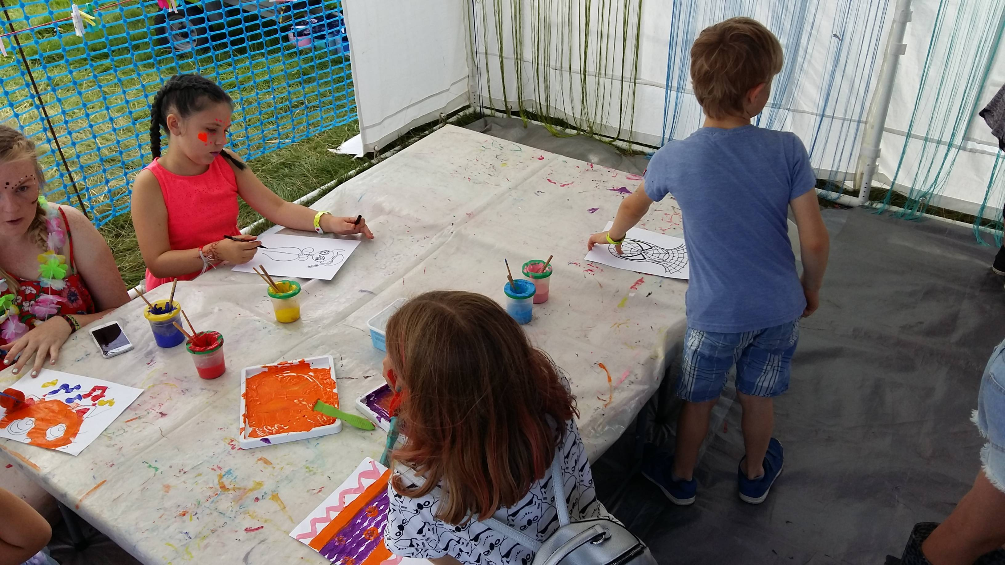 Painting and printing with smaller visitors to the marquee 2017