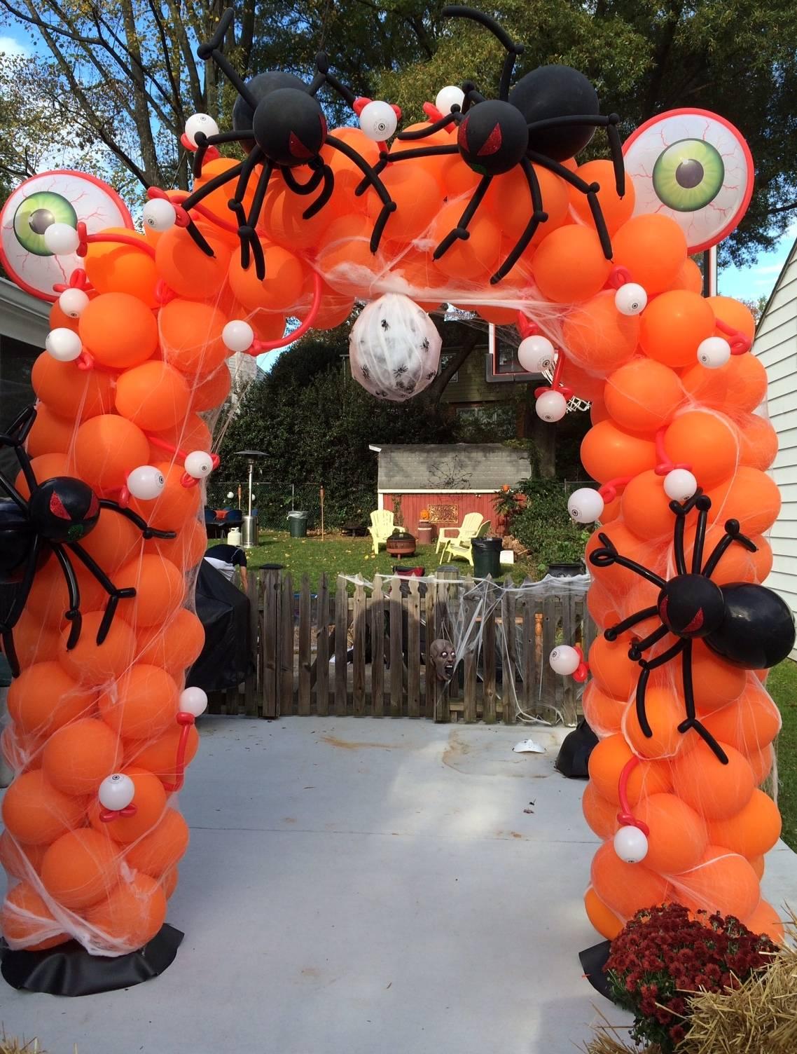Halloween Balloon Arch & Balloon Spiders