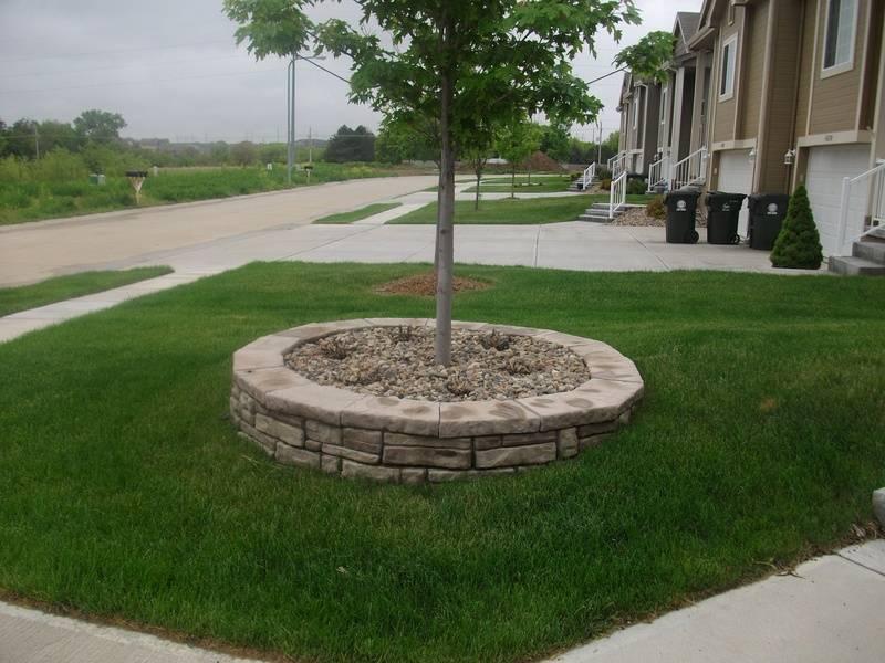 Corner stone planter/cobble faced