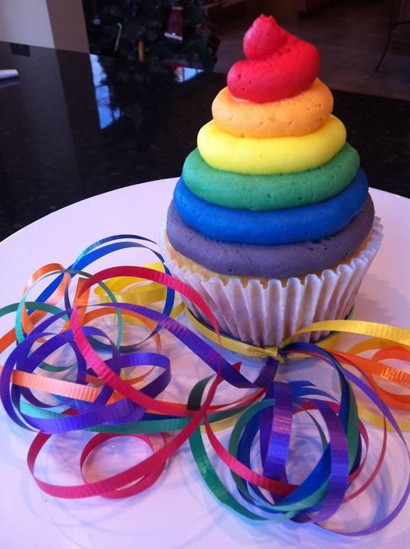 """Rainbow """"smash"""" Cupcake"""