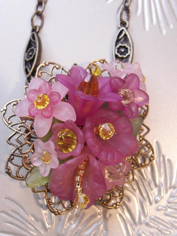 Lucite Flower Fillagree Necklace - Pink