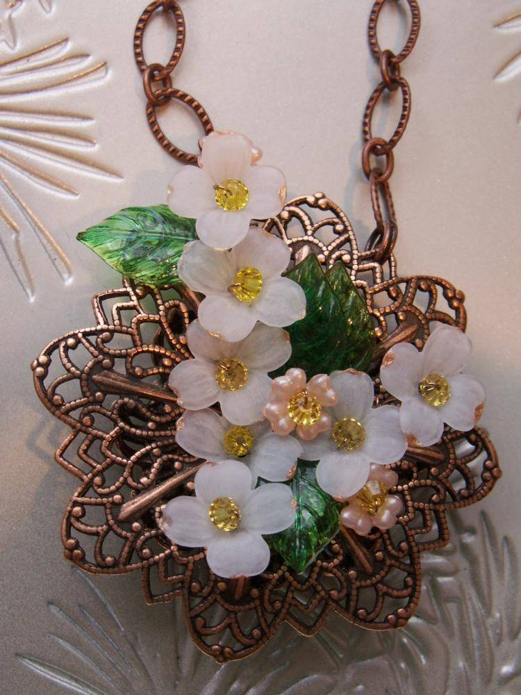 Lucite Flower Fillagree Necklace - Dogwood