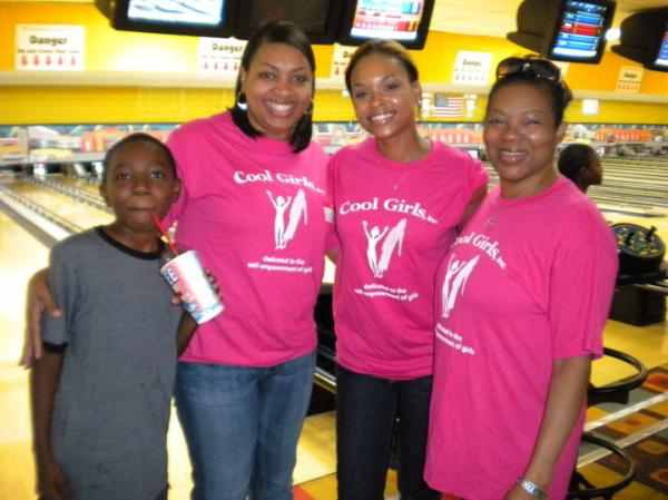 "Demetria McKinney With Fans At The ""Cool Girls' Bowling Fundraiser"