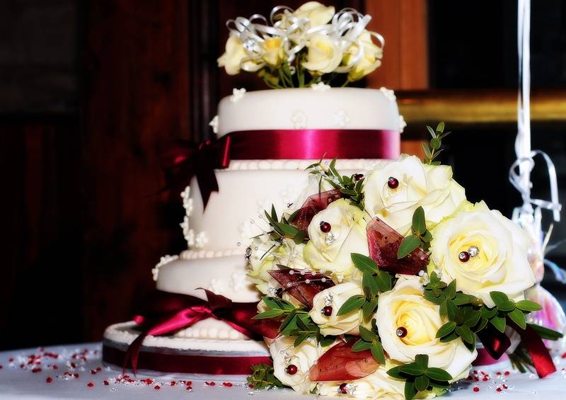 The Wedding Cake & Flowers - Lumo