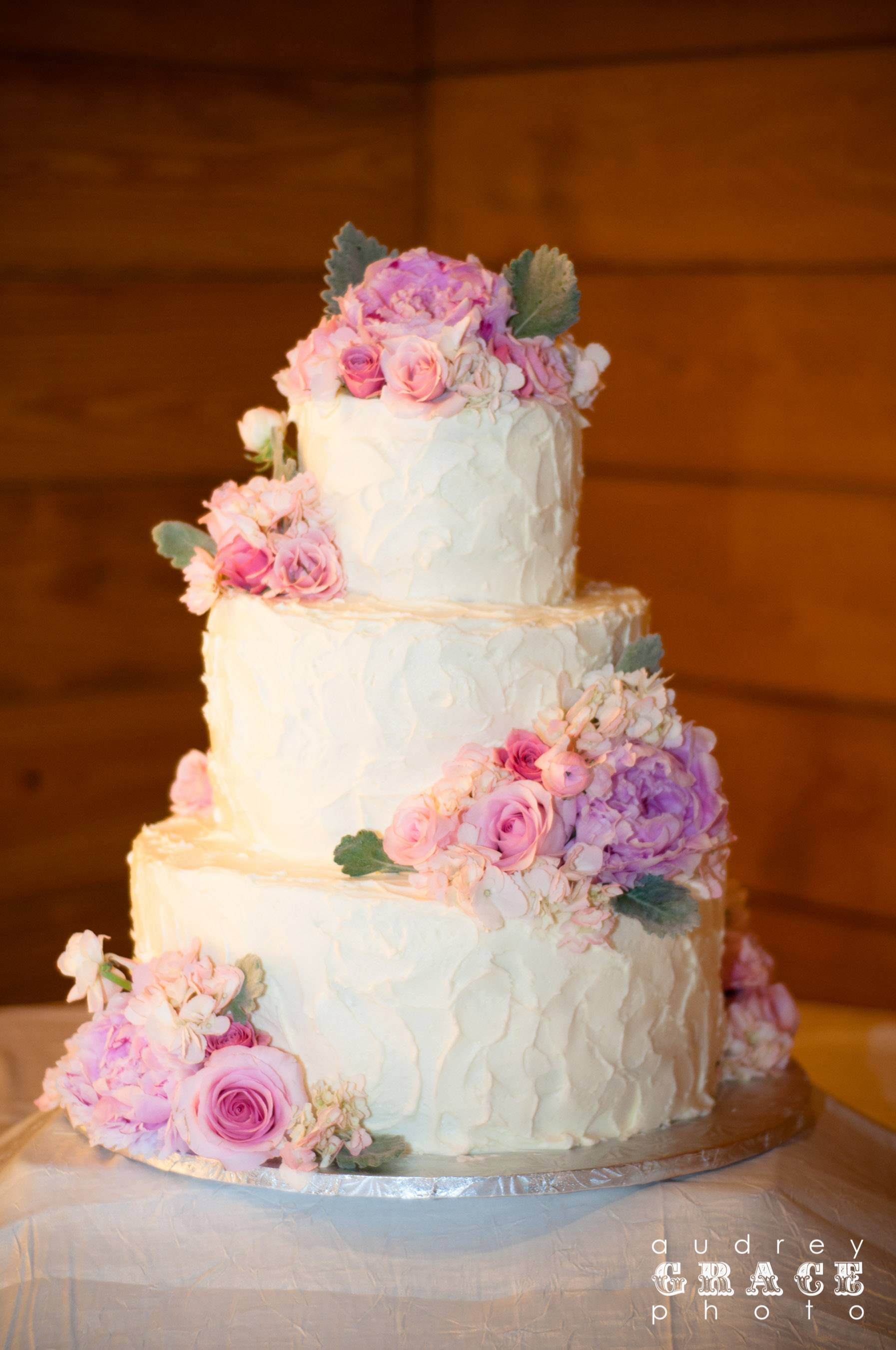Kara & Dustin's wedding cake