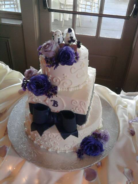 Jessica and Kevin's wedding cake