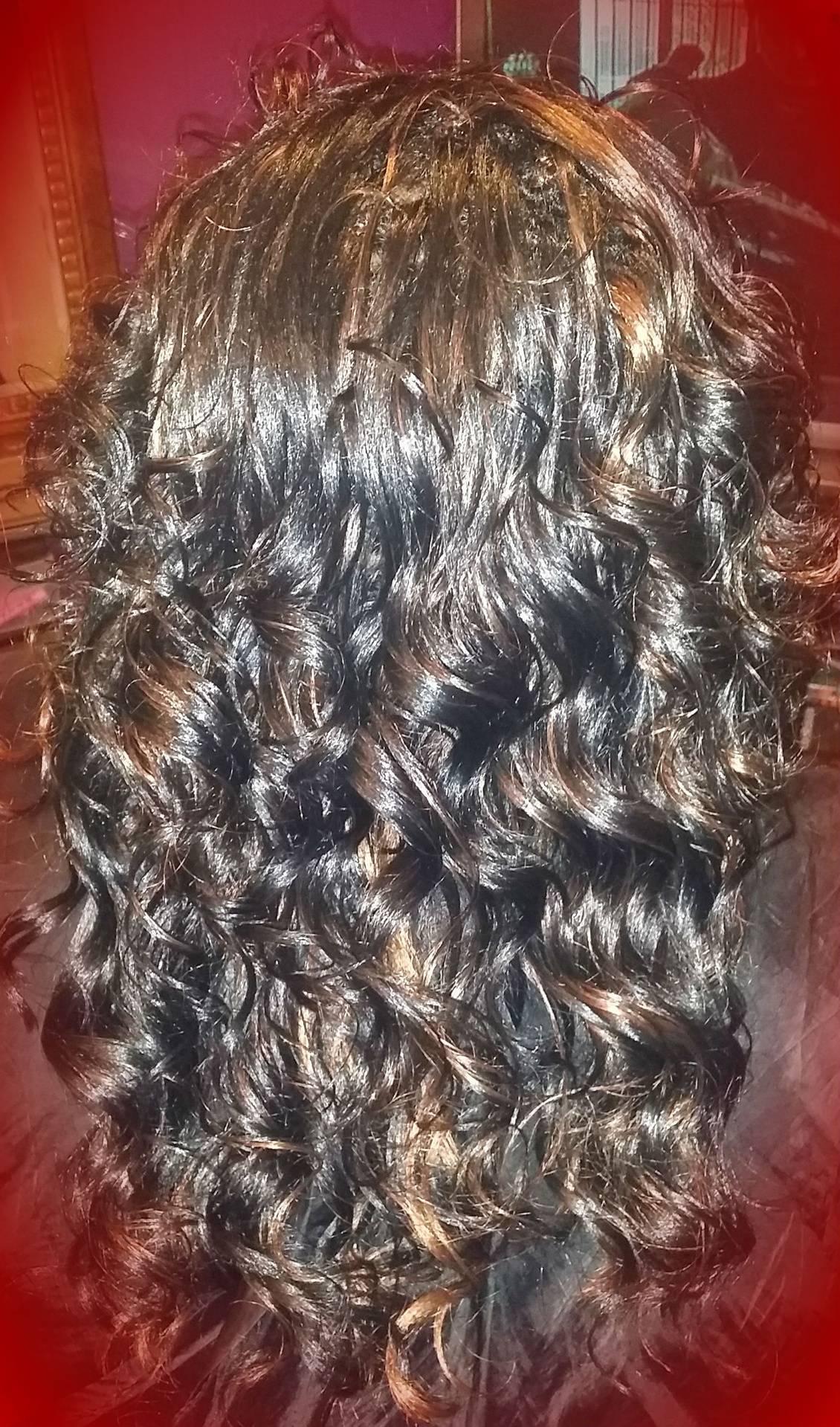 Model Model Swirl Curl