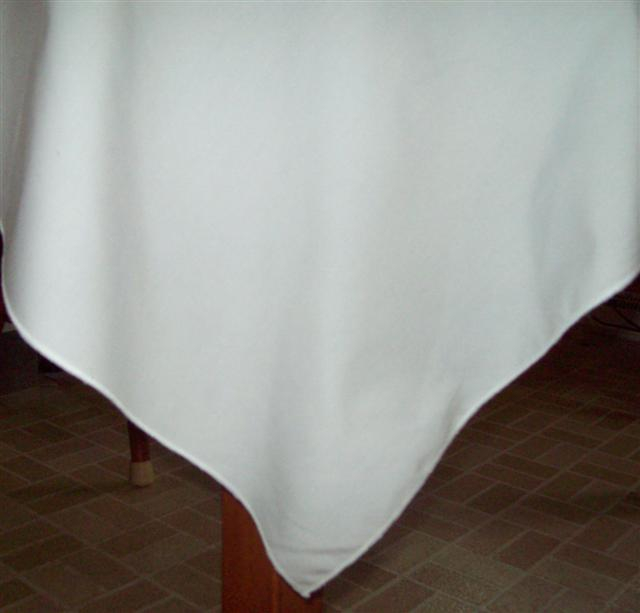 Percale tablecloth corner