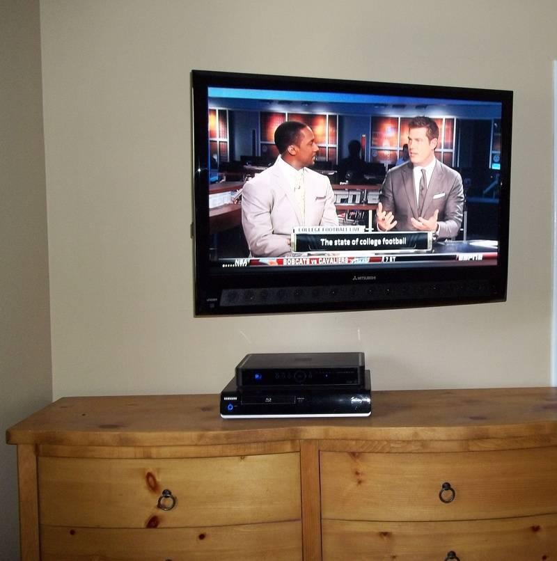 """42"""" Mitsubishi LED TV Installation on Swivel Wall Mount Bracket"""