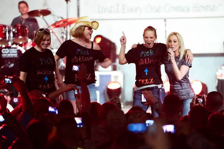 Kelly Pickler on USO tour, Kuwait