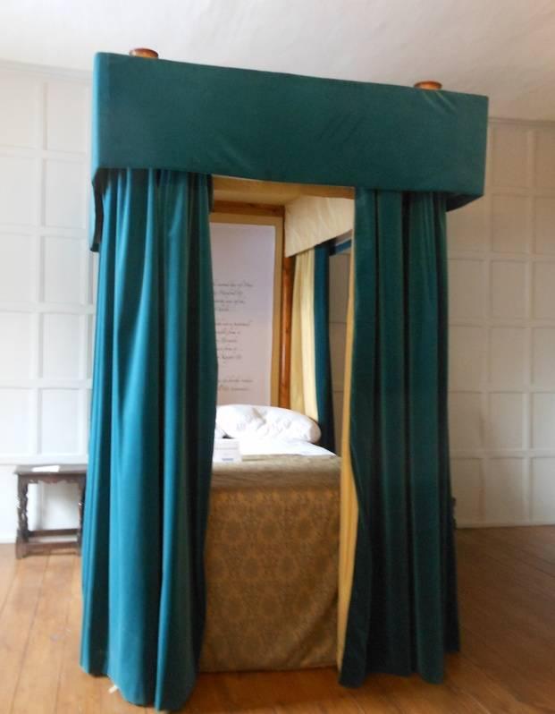 Rainton's Bed Chamber