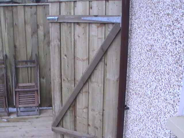Timber Gate, Hinges and Bolt