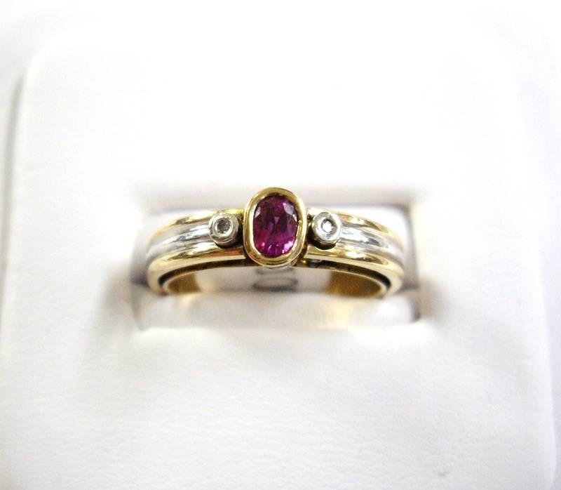 Anillo de dos oros y rubi - Two tone rubi ring in gold