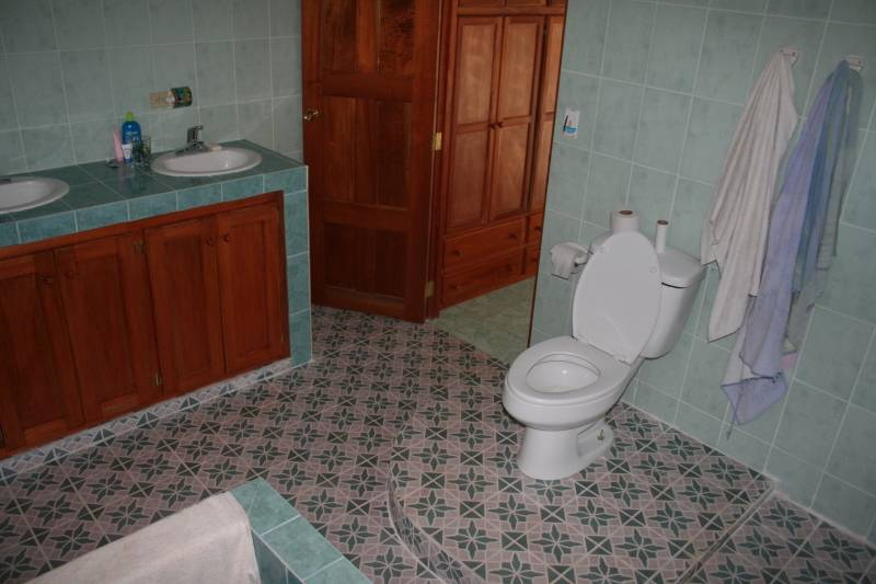Master Bath at La Casa Verde Panama