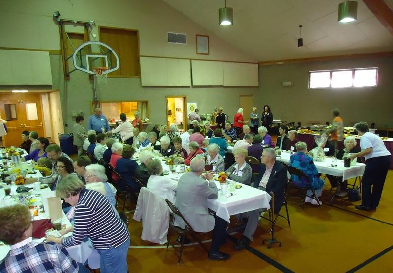 Guests enjoying luncheon.