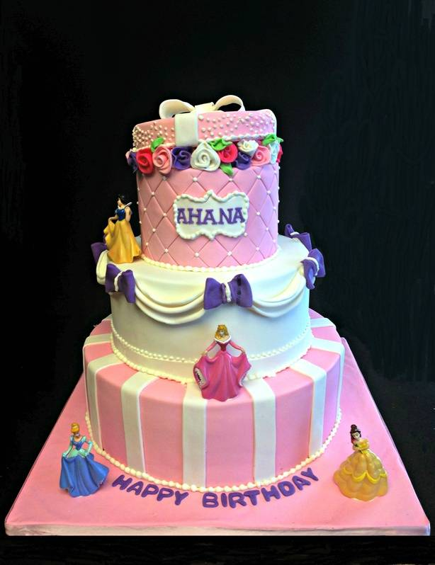 Princess themed cake for 100 people