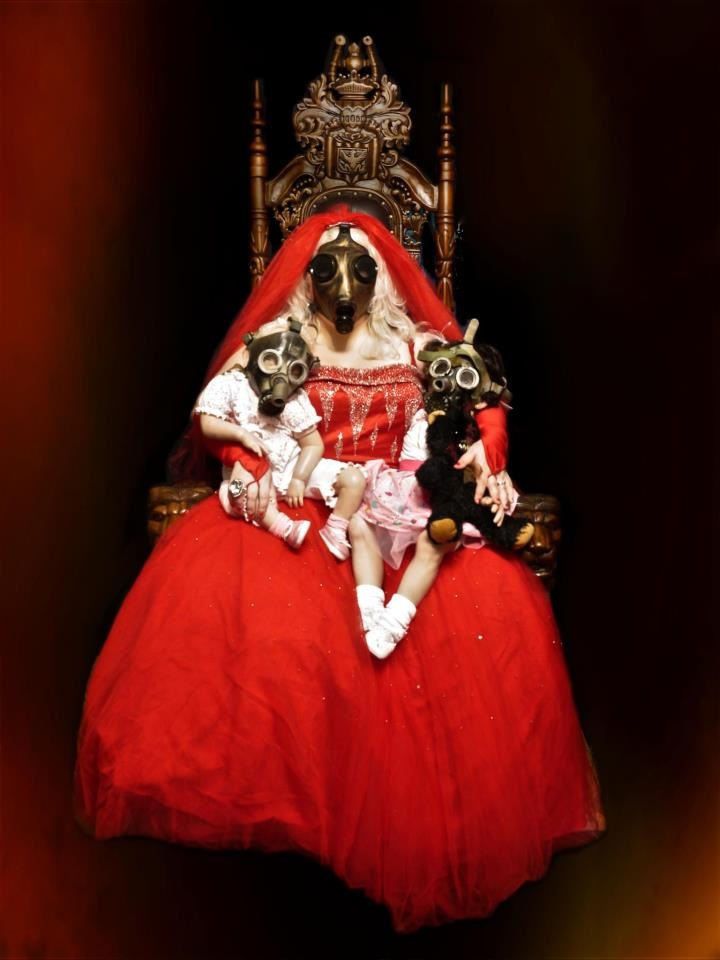 Marilyn Mansfield, The Red Queen