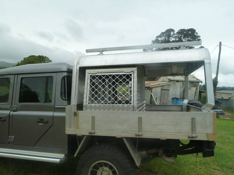 Land-rover canopy with dog cages
