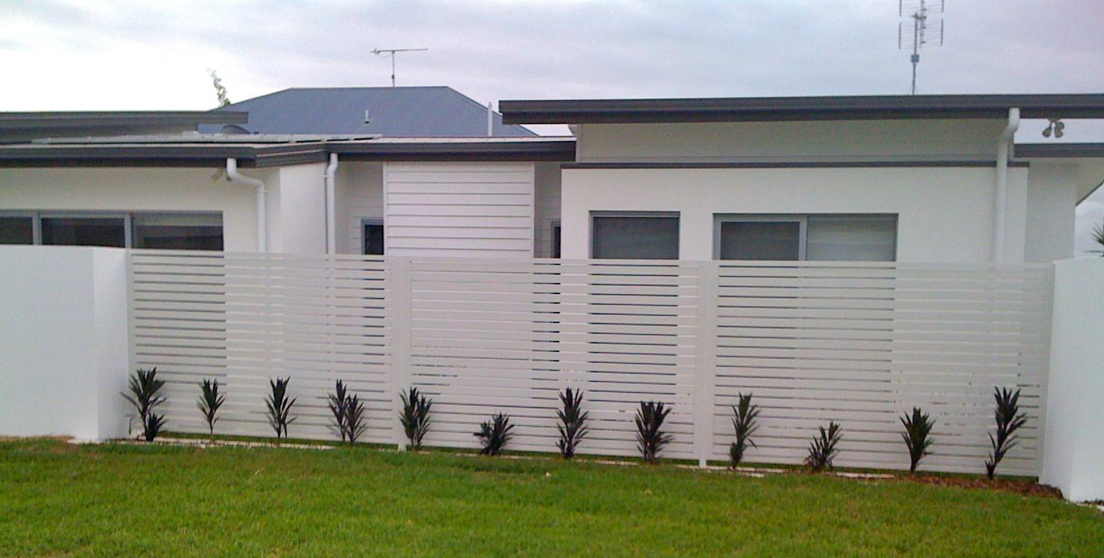 Horizontal slatted fence panels
