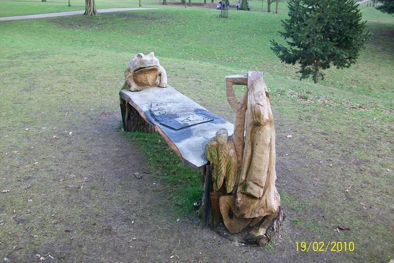 Carved bench, Christchurch Park