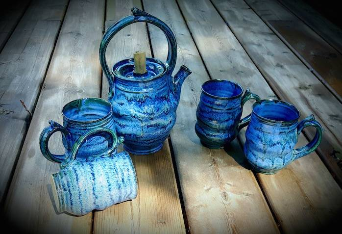 Ripples Tea Pot with 4 Mugs