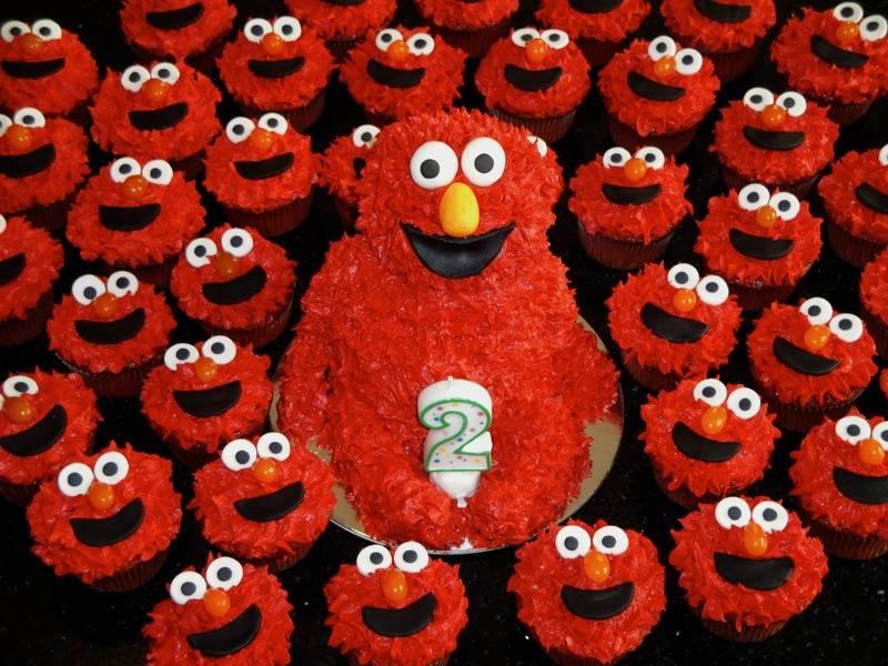 3D Carved Elmo Cake & Cupcakes