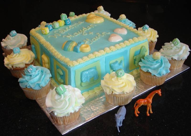 Baby Shower - Baby Blocks cake with cupcakes
